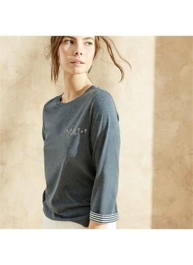 Yargıcı Nakış Detaylı T-Shirt Lacivert